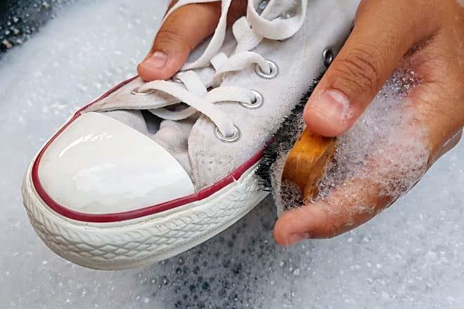 lavar zapatillas a mano